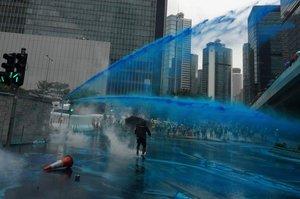 Tinta azul contra los manifestantes en Hong Kong.
