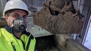 Un trabajador de Agbar usando métodos de protección durante su jornada laboral