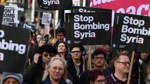 Manifestación contra el ataque a Siria ante el Parlamento británico.