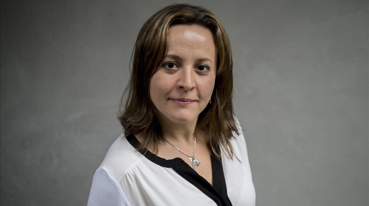 Cristina Tardáguila rep el premi de Periodisme d'EL PERIÓDICO