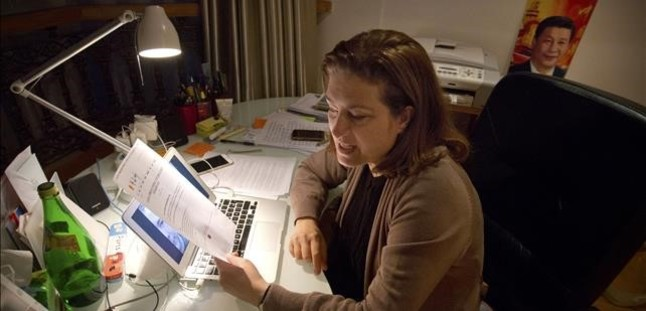 Ursula Gauthier, reportera de LObs, en su despacho en Pekín, este sábado.