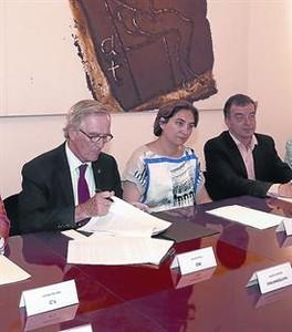 Xavier Trias, Ada Colau y Alfred Bosch, en el Ayuntamiento.