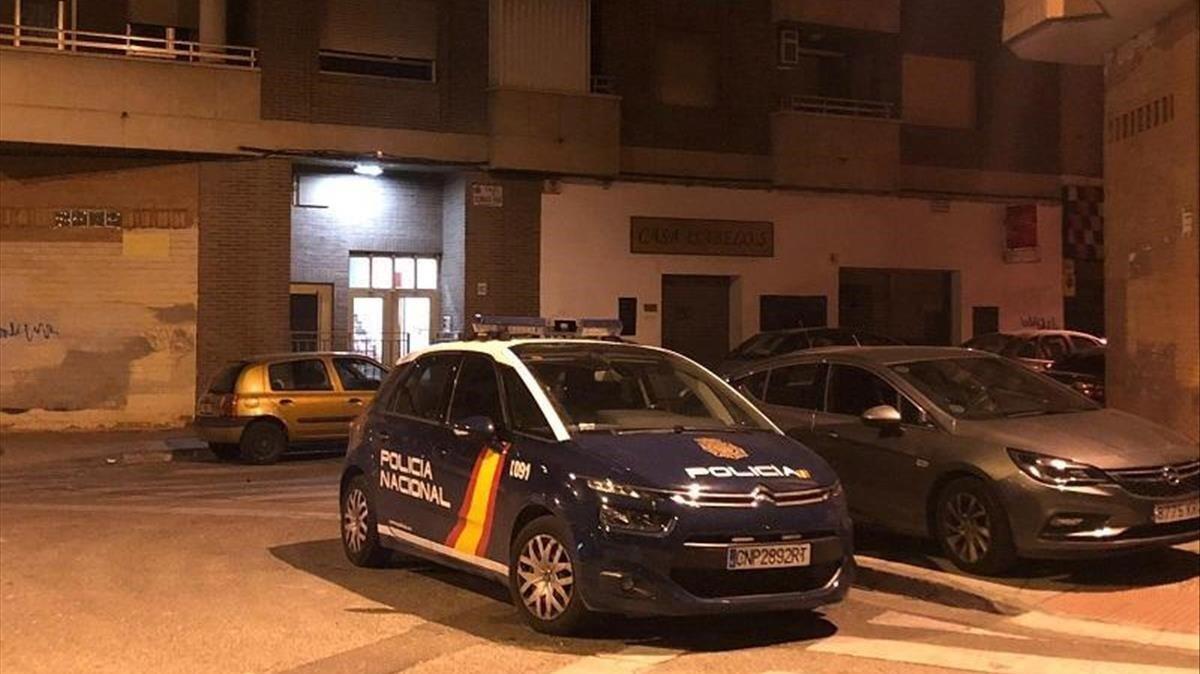 La Policía Nacional acordonó las calles más próximas mientras buscaban al agresor.