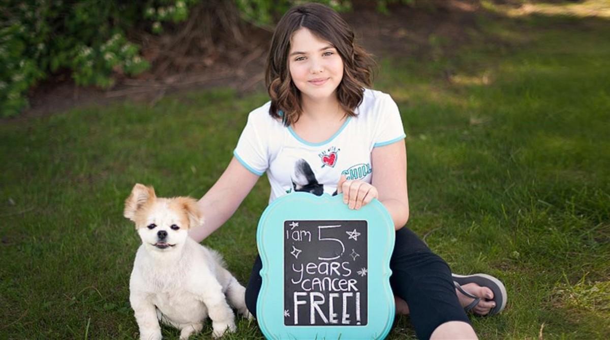 Emily Whitehead, la primera niña que se sometió al tratamiento, totalmente recuperada de su leucemia.