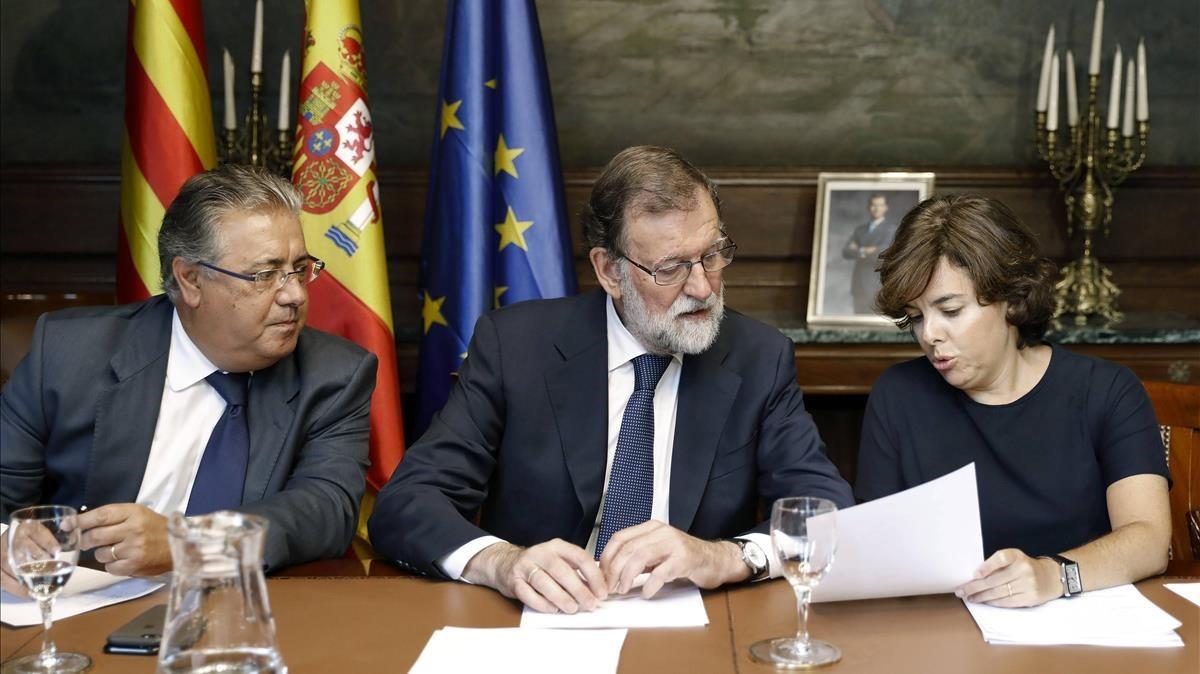 Santamaría, Zoido i Millo planten la comissió sobre els atemptats del 17-A