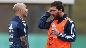 Sampaoli y Messi, en un entrenamiento de la selección argentina.