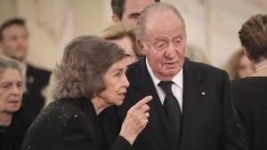 El rey emérito, Juan Carlos I, junto a la reina emerita, Sofía, en Bucarest
