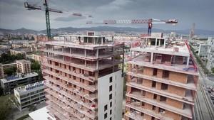 Edificio en obras en la zona del Fòrum, en una imagen del pasado 5 de mayo.