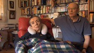 María José Carrasco y su esposa Ángel Hernández, en una imagen tomada de TVE.