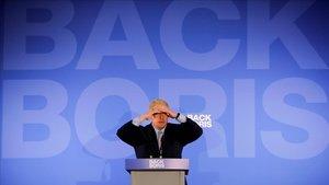 """Boris Johnson, acusat de """"quedar-se assegut al sofà"""""""