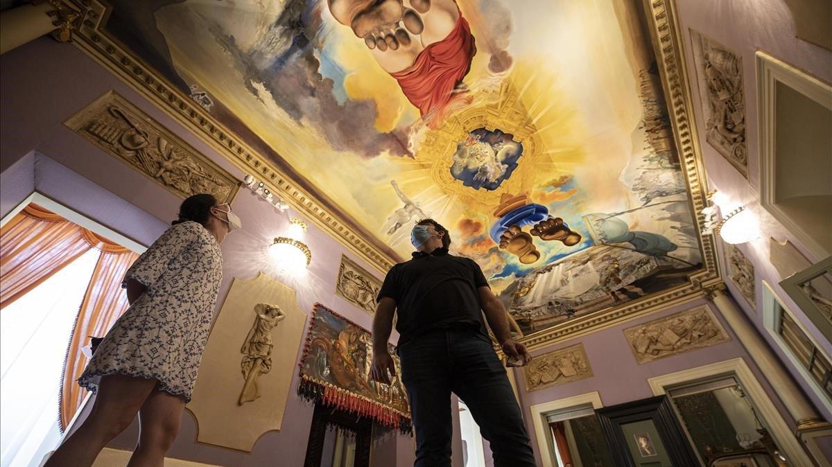 Visitantes, este sábado, en el Museo Dalí de Figueres.
