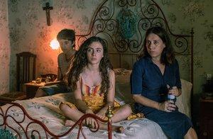 Laura Jou (a la derecha), con sus dos protagonistas, durante el rodaje.