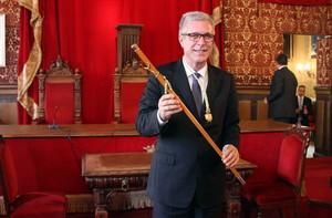 Lalcalde de Tarragona, Fèlix Ballesteros, durant la sessió dinvestidura del juny passat, en què va guanyar amb els vots del PSC.