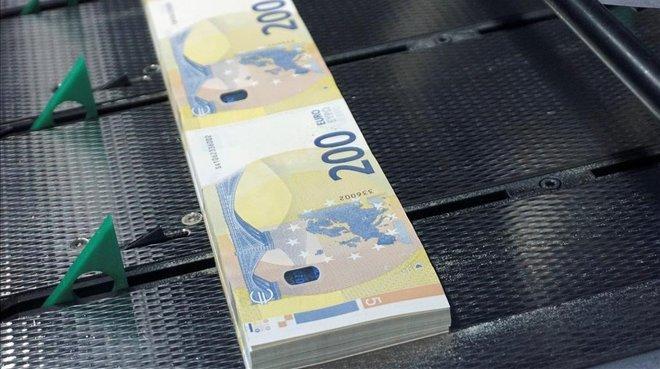 Entran en circulación nuevos billetes de 100 y 200 euros
