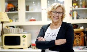 Manuela Carmena, en la cocina de su casa de Madrid el pasado 29 de enero.