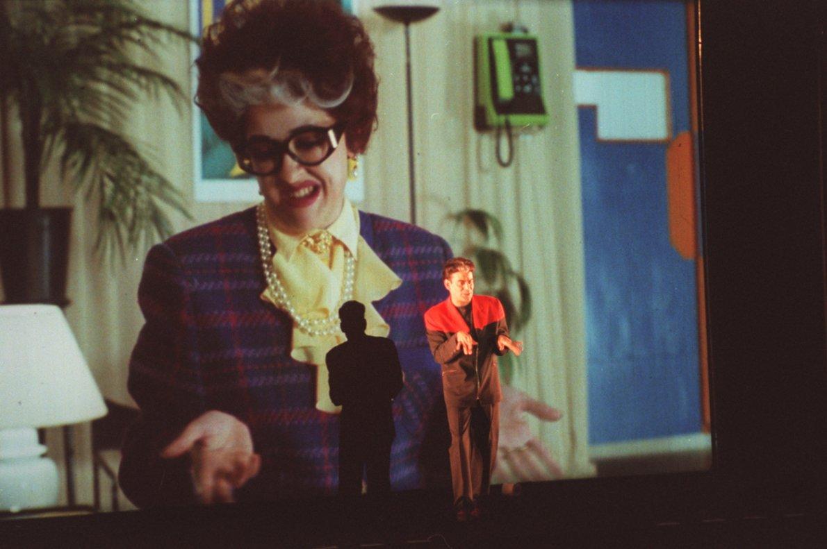 Una de las opciones es la genial combinación de teatro y cine, 'Cegada de amor'.