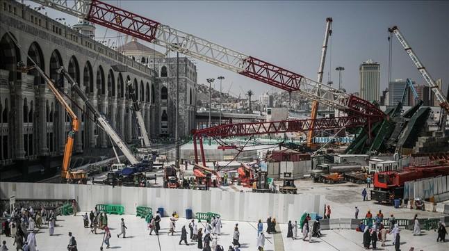 La Gran Mezquita de la Meca tras el derrumbe.