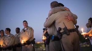 Agentes de policía que formaron parte del dispositivo de Las Vegas, en un acto conmemorativo.