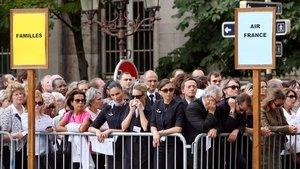 Foto de archivo del 3 de junio del 2009 de familiares y trabajadores de Air France en la ceremonia oficiada por las víctimas en la catedral de Notre Dame, en París.