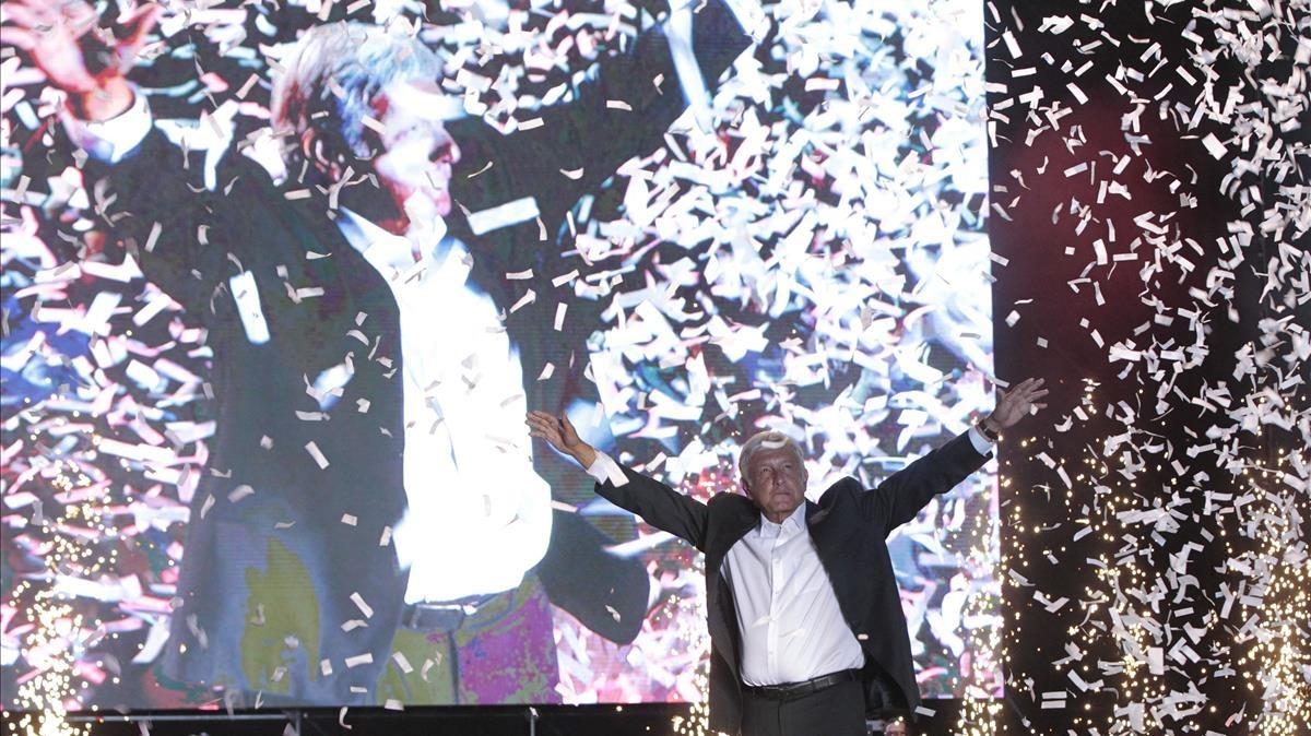El canditato izquierdista por el Movimiento Regeneracion Nacional, Morena, Andrés Manuel López Obrador, favorito en las enncuestas, en plena campaña electoral.