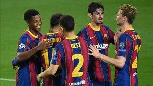 Ansu Fati celebra su gol con el resto de compañeros