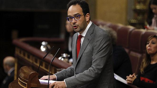 El portavoz parlamentario del PSOE, Antonio Hernando, asegura que su partido está para cumplir un deber.