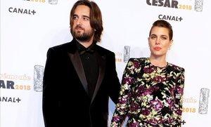 Carlota Casiraghi y Dimitri Rassam posan para los medios a su llegada a la 43º edicion de los premios Cesar del cine frances que se celebran en Paris, el2 de marzo del 2018.