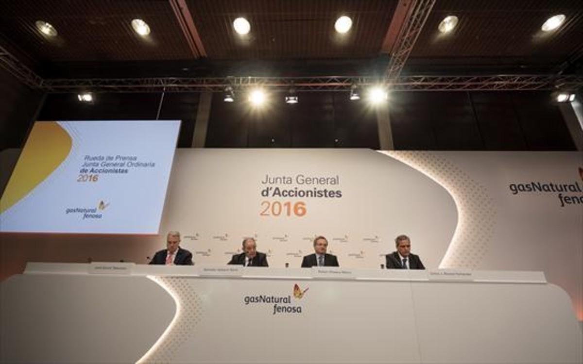 Aspecto de la mesa presidencial de la última junta de accionistas de Gas Natural.