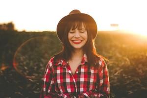 El aumento de las horas de sol, la cercanía de las vacaciones y la paga de verano se alían para que el 20 de junio sea el día más feliz del año, el Yellow Day.