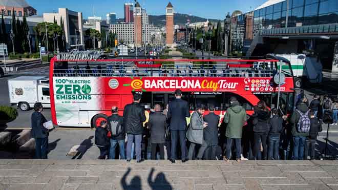 Barcelona estrena el primer Bus Turístic 100% eléctrico.