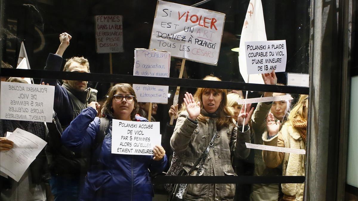 Protesta feminista en París por el homenaje al director de cine Roman Polanski