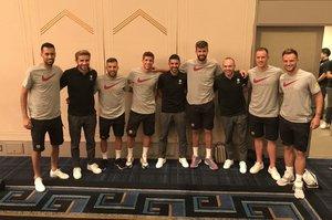 Busquets, Samper, Alba, Sergi Roberto, Villa, Piqué, Iniesta, Ter Stegen y Rakitic, en Kobe.