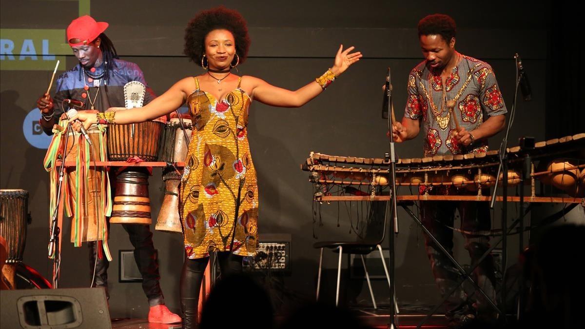 La cantante guineana Nakany Kanté, durante el concierto del viernes.