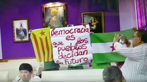 Captura de vídeo de los asistentes al pleno de Jaén antes de ser desalojados.