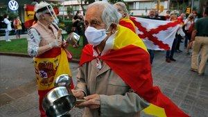 Concentración en Barcelona en protesta por la gestión del Gobierno en la pandemia del covid-19.