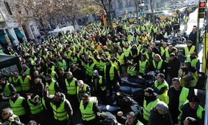 Concentración de taxistas frente a la Conselleria d'Economia, en Barcelona.