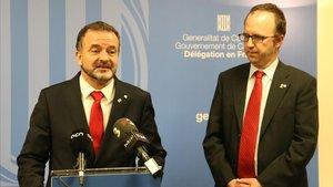 El 'conseller' de Acció Exterior, Alfred Bosch, y el delegado del Govern en Francia, Daniel Camós, este martes, en París.