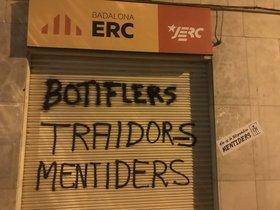 El CDR de Badalona pinta la seu d'ERC per haver trencat el pacte amb Guanyem
