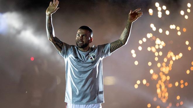 Dani Alves, presentado como nuevo jugador del Sao Paulo.