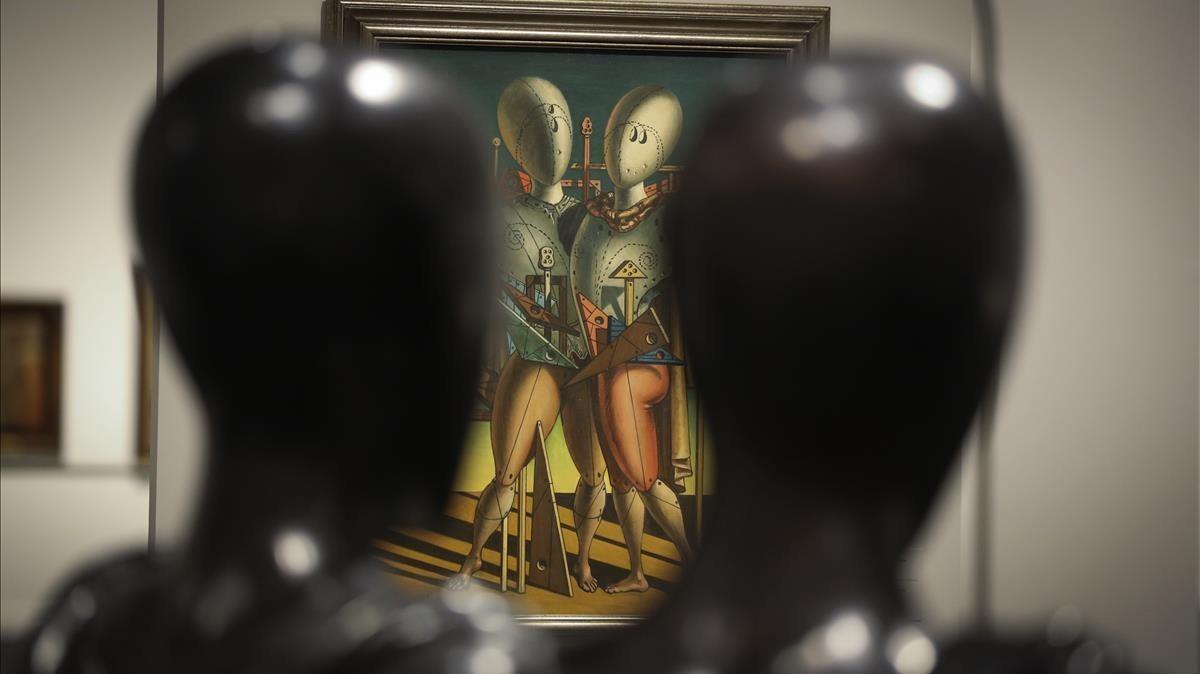 Detalle de la exposición con más de 140 obras de Giorgio De Chirico en CaixaForum.