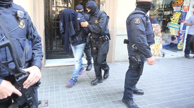 Los Mossos les acusan de estar vinculados a los atentados de Bruselas.