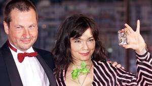 El director de cine Lars von Trier y la cantante Björk, en el festival de Cannes, en mayo del 2000.