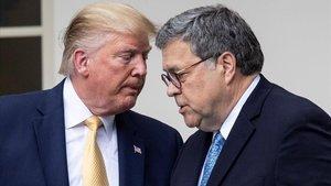 Donald Trump y el fiscal general de EEUU, William Barr, durante un acto en la Casa Blanca el pasado 11 de julio.