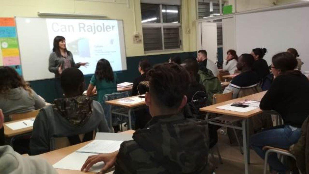 Sesión de Acogida a los alumnos de catalán del básico 1 de Parets del Vallès en el 2018.