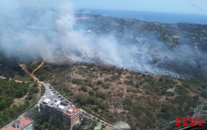 Un incendi crema el Camí de l'Àngel de Tarragona