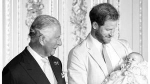 El príncipe Enriquefelicitaa su padre en el día de su71º cumpleaños, con una fotodel día del bautizo de su hijo Archie.