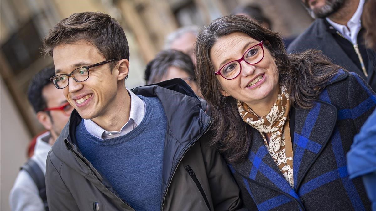Íñigo Errejón, candidato de Más País, con la líder de Compromís, Mónica Oltra, este viernes en València
