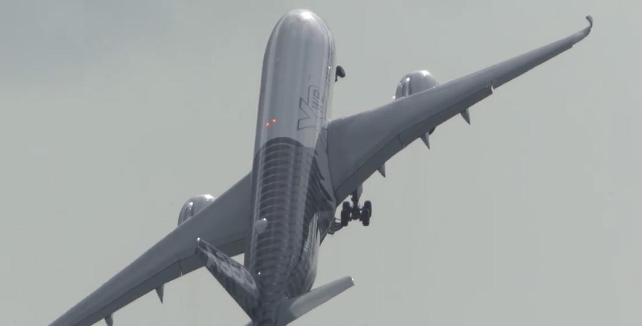 Exhibición del Airbus A350 en la feria ILA de Berlín, y su despegue en vertical en Schönefeld.