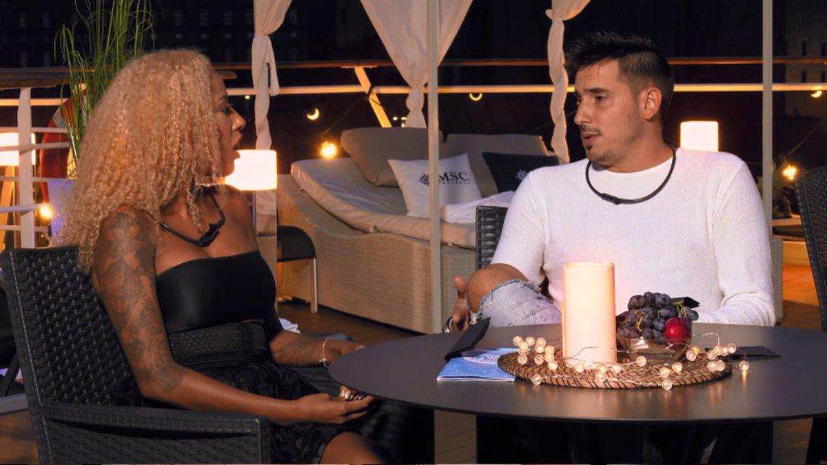 Fátima y Xavi en 'First Dates Crucero'.