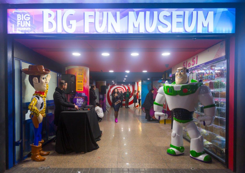 Los personajes de 'Toy Story nos dan la bienvenida a este centro.